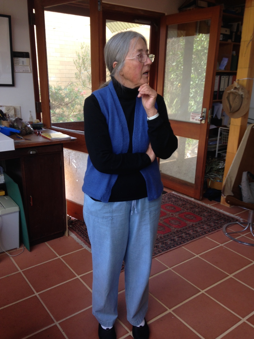 A visit to Philippa Nikulinsky's home studio located in Gayl's neighborhood.
